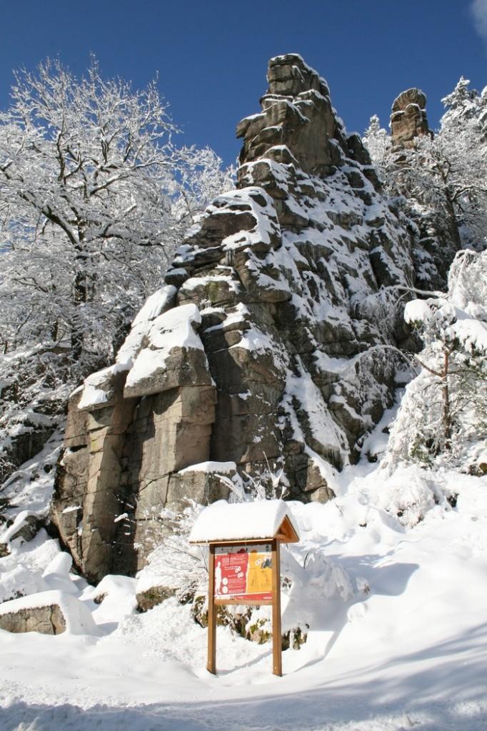 rocher dans la neige